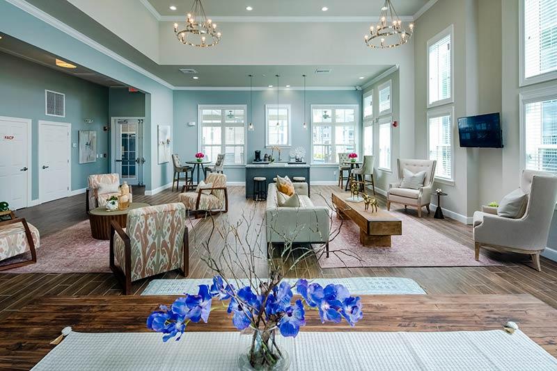 Eagle Ridge Apartments Clubhouse lounge featuring modern furniture an decor